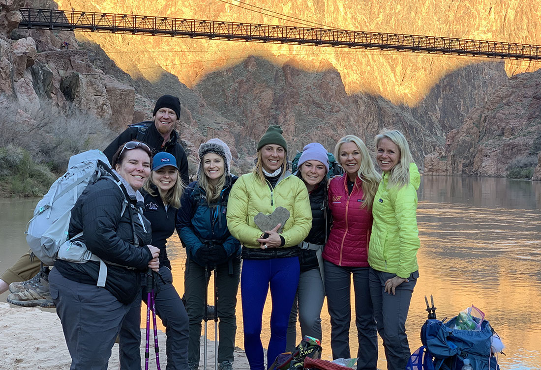 Sara Schulting-Kranz with a coaching group in the Grand Canyon